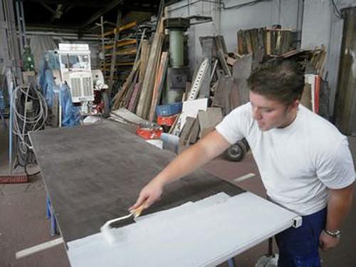 Sohnemann Steven Müller bei den Restaurationsarbeiten...